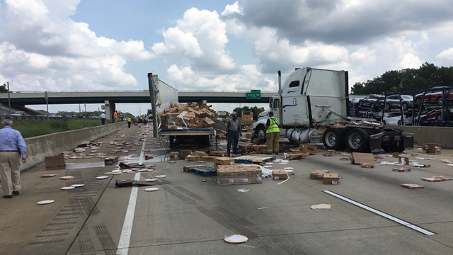 Truck crash covers Arkansas highway in hundreds of pizzas