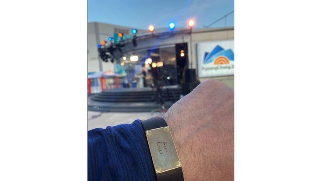 Olympic Dad Aaron Nolan wearing bracelet with daughters names on it heads to interview Today Show co-hosts_1519143300046.JPG.jpg